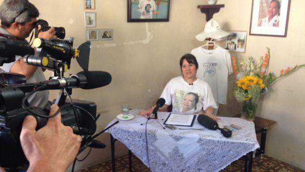 Laura Labrada durante la conferencia de prensa en la sede de las Damas de Blanco (14ymedio)