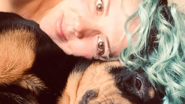 Leidy Laura Hernández, con uno de sus animales. (Facebook)
