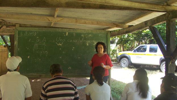 Leonela Relys impartiendo una clase (CC)