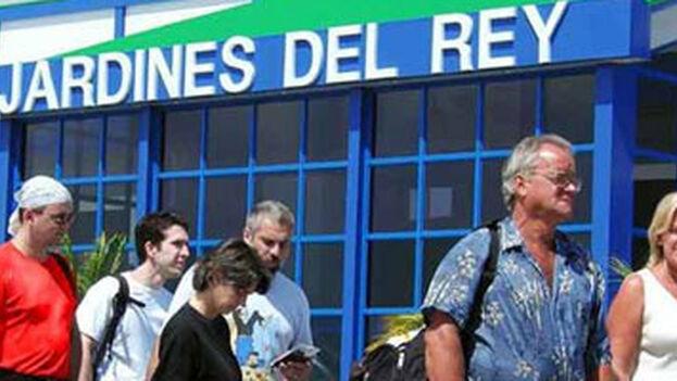 Llegada de los turistas rusos al aeropuerto de Jardines del Rey. (Canal Caribe)