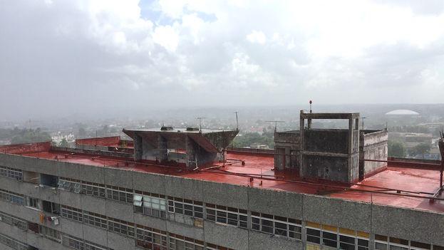 Lluvia con sol en La Habana. (14ymedio)