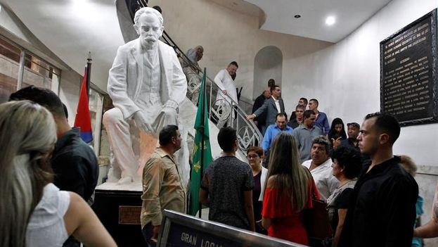 """Hace apenas diez años, con el hallazgo de los archivos de la Logia Fernandina de Jagua, en la ciudad cubana de Cienfuegos, apareció el expediente que reconocía a José Martí el grado de """"maestro masón"""". (EFE)"""