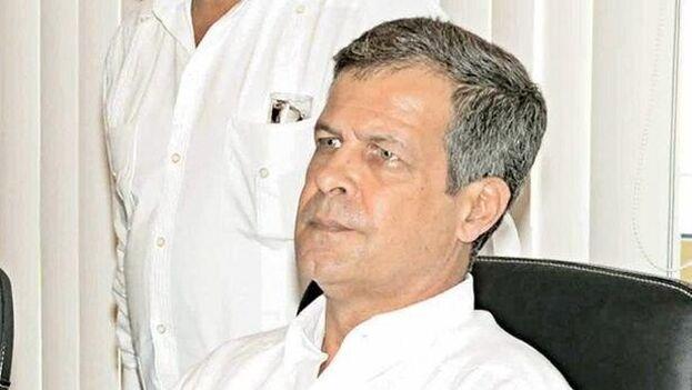 López-Callejas ha mantenido un perfil bajo aunque es miembro del Comité Central del Partido Comunista, presidente ejecutivo del Grupo de Administración Empresarial, S. A. (Gaesa).