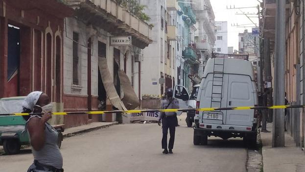 El desplome de un edificio en las calle Lucena y San Rafael, en Centro Habana, deja sin techo a varias familias. (14ymedio)