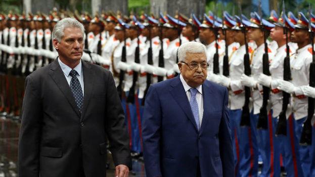 Mahmud Abás se reunió este sábado con el nuevo presidente cubano, Miguel Díaz-Canel en La Habana. (EFE)