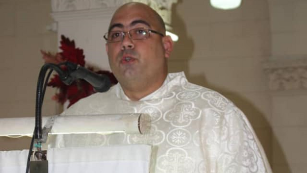 """El padre Maikel Gómez dijo que """"la libertad de los hijos de Dios"""", """"no puede ser jamás coaccionada, ni mucho menos condicionada"""". (Facebook)"""