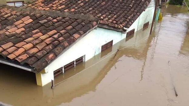Así quedaron las calles de Majagua, Ciego de Ávila, tras las lluvias de la noche de este miércoles. (Facebook/Léster Álvarez)