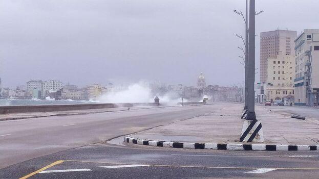 El Malecón de La Habana está cerrado al tráfico este martes. (14ymedio)
