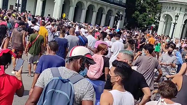 Manifestantes en La Habana el 11 de julio de 2021. (Captura)