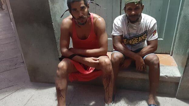 Luis Manuel Otero Alcántara y Maykel Castillo minutos después de salir de la unidad policial. (Facebook/Luis Manuel Otero Alcántara)