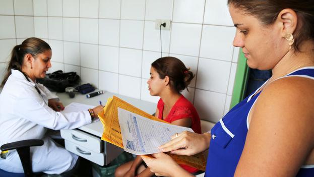 Médicos cubanos en misión en el extranjero. (Organización Panamericana de la Salud)