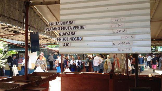 El mercado del Ejército Juvenil del Trabajo en la calle Tulipán, La Habana. (14ymedio)