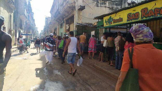 Este sábado en Centro Habana había una gran cantidad de puntos de venta cerrados o que solo ofrecían un par de productos. (14ymedio)