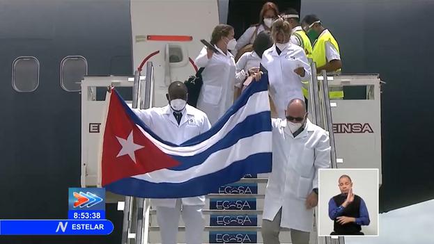 Un medio millar de médicos llegó en diciembre a México y de ellos, 160 volvieron a Cuba a principios de este marzo. (Captura)