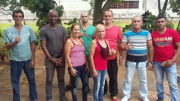 Miembros de la plataforma #Otro18, que ha sufrido acoso por parte de las autoridades según la OCDH. (Otro 18)