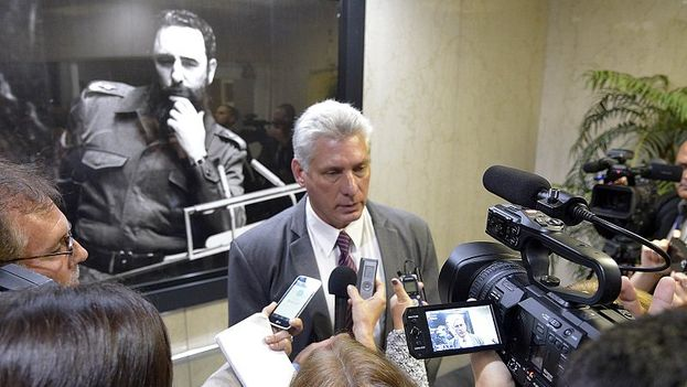 Miguel Díaz-Canel en Nueva York respondiendo a las preguntas de la prensa en la misión cubana de la ONU. (@CubaMINREX)
