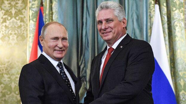 El gobernante cubano, Miguel Díaz-Canel, junto a su par ruso Vladimir Putin. (Kremlin)