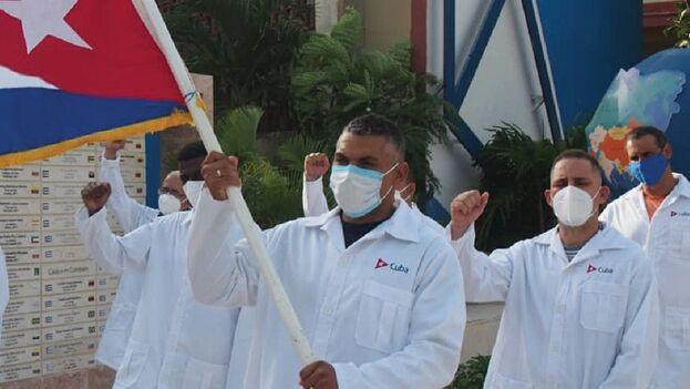 """Miles de profesionales cubanos, """"en 57 brigadas, han ayudado a 40 naciones a prestar un servicio de salud digno"""", aseguró Portal Miranda. (Ariel Ley/Ministerio de Salud)"""