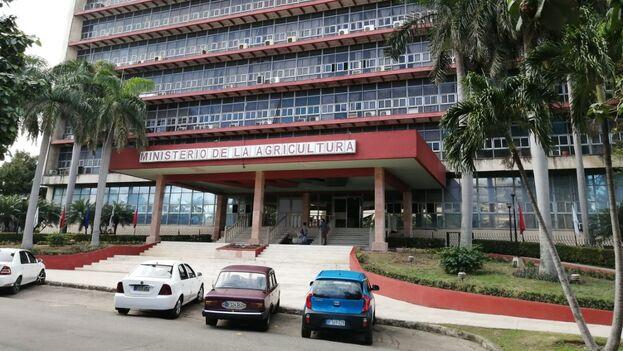 Ministerio de Agricultura de Cuba, en el Nuevo Vedado, La Habana. (14ymedio)