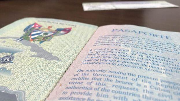 El Ministerio de Exteriores puntualizó que para el caso de los cubanos que no residen en la Isla deberán continuar pagando sus prórrogas y solamente se les permitirá entrar a Cuba con un pasaporte vigente y actualizado. (14ymedio)