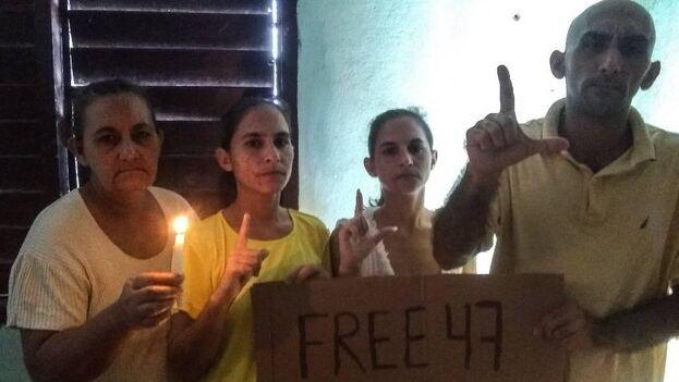 Ada Iris Miranda Leyva, segunda por la derecha, con sus hermanos y su madre, Maydolis Leyva Portelles. (Facebook)