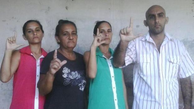 Adairis Miranda, Maidolis Leyva Portelles, Anairis Miranda y Fidel Batista Leyva. (Cortesía)