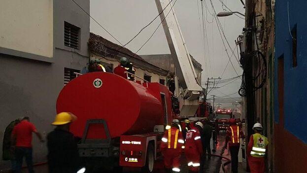 Según la periodista Ada Mirtha Carmenaty de la emisora oficial CMKC Radio Revolución, el incendio ocurrió sobre las 3:30 am, en la intersección de las calles Aguilera y Corona.