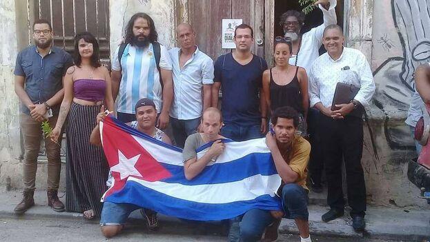 Desde la sede del Movimiento San Isidro se hizo una convocatoria para hacer donaciones de banderas y en pocos días han recibido decenas.(Facebook)