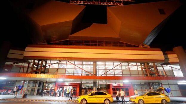 Según el comunicado de la Empresa Cubana de Navegación Aérea, el Aeropuerto Internacional José Martí podría abrir el 1 de noviembre. (EFE/Ernesto Mastrascusa)
