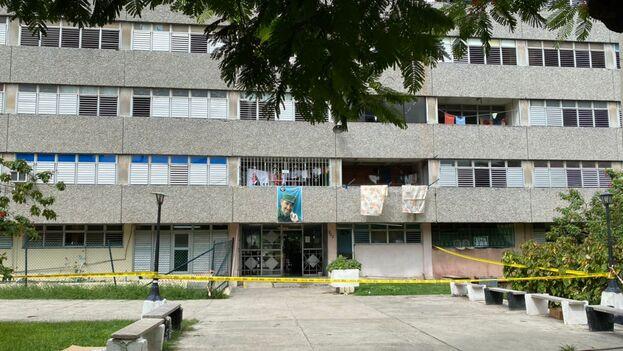 El bloque de 12 pisos en el Nuevo Vedado fue clausurado tras detectar casos positivos de covid-19. (14ymedio)
