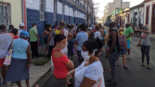 """El OCDH denuncia una """"ola de juicios ejemplarizantes"""" para intimidar a la población afectada por la mala situación económica del país. (14ymedio)"""