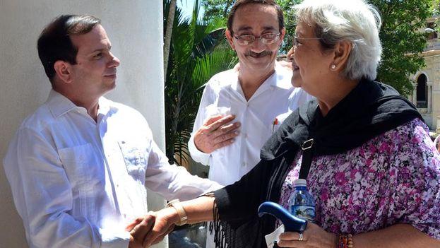 La relatora de la ONU sobre Derechos Humanos y Solidaridad Internacional, Virginia Dandan, con el presidente del Instituto Cubano de Amistad con los Pueblos (ICAP), Fernando González. (EFE/Joaquín Hernández)