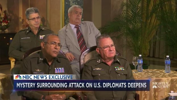 Oficiales del Minint durante una entrevista con la prensa extranjera. (Captura de pantalla)