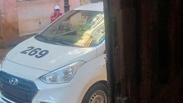 Operativo policial ante la casa del periodista Héctor Luis Valdés Cocho, en La Habana. (Cortesía)