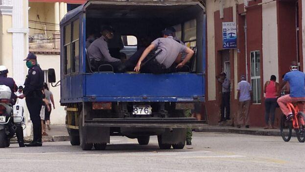Operativo policial contra 'revendedores' en Sancti Spíritus. (14ymedio)