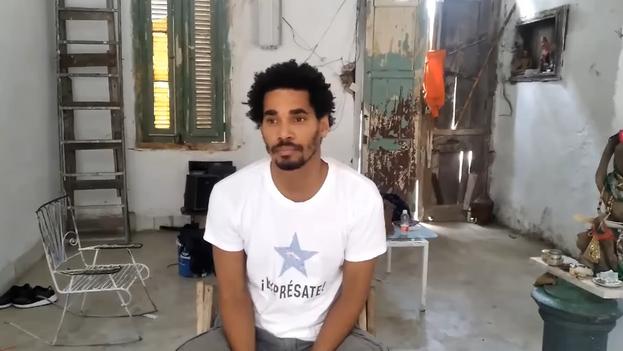 Otero Alcántara durante una transmisión en vivo desde su vivienda en La Habana Vieja, en mayo de 2021. (Captura)