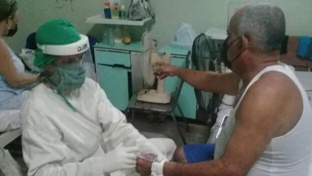 Pacientes en el policlínico  de Sagua la Grande, Villa Clara. (Facebook)
