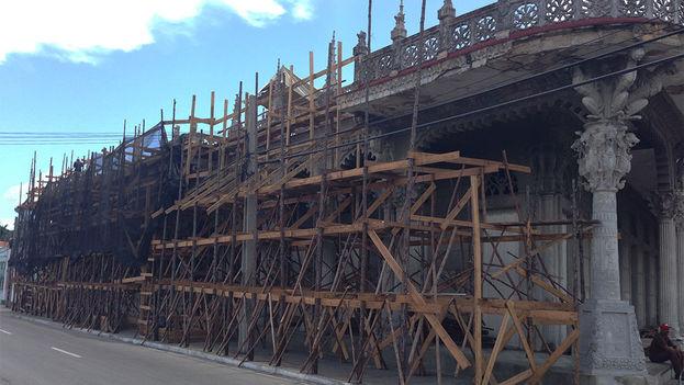 El Palacio de Guasch, en la ciudad de Pinar del Río, se encuentra desde hace meses bajo una intensa reparación. (14ymedio)
