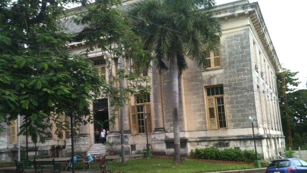 Palacio de Justicia de Pinar del Río, donde radica el Tribunal Provincial y se realizó el juicio por homicidio de La Eterna. (Juan Carlos Fernández/14ymedio)