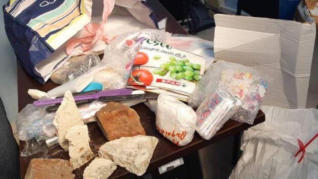 Paquete que envió hace un mes Juaquina Nieves Muiño desde Gran Canaria (España) a San Luis, en Santiago de Cuba, cargado con piedras. (Facebook)