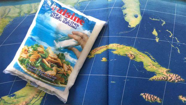 Paquete de sal procedente de Trinidad y Tobago. Los cubanos que viajan al exterior traen consigo paquetes de este condimento ante la falta del producto en el mercado nacional. (14ymedio)