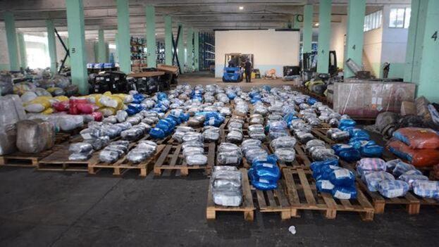 Paquetes enviados desde el extranjero almacenados en Cuba. (Estudios Revolución)