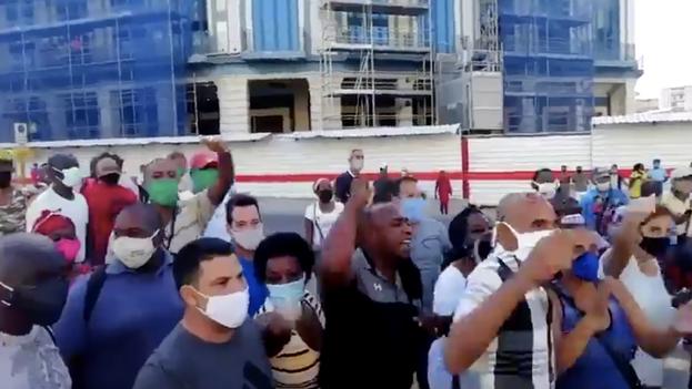 Acto de repudio este domingo en La Habana contra las personas que se acercaron al Parque Central en apoyo del Movimiento San Isidro. (Captura)