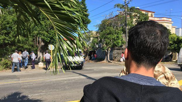 Parte de la estricta rutina de seguridad que se desplegó alrededor de la Embajada de EE UU se va trasladando al consulado colombiano. (14ymedio)