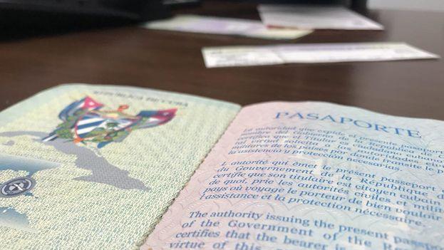 Pasaporte cubano. (14ymedio)
