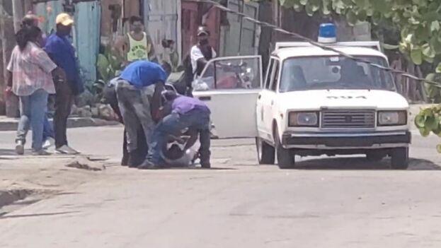 El arresto se produjo frente a la sede de la Unión Patriótica de Cuba (Unpacu), en Santiago de Cuba. (Facebook)