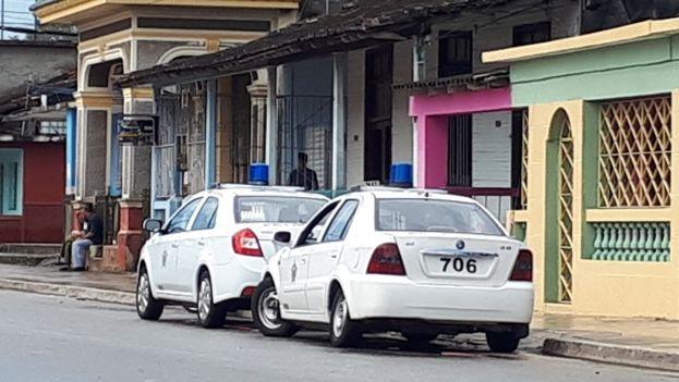 Patrullas policiales en la entrada de la sede de APLP en Managua. (Cubanet)