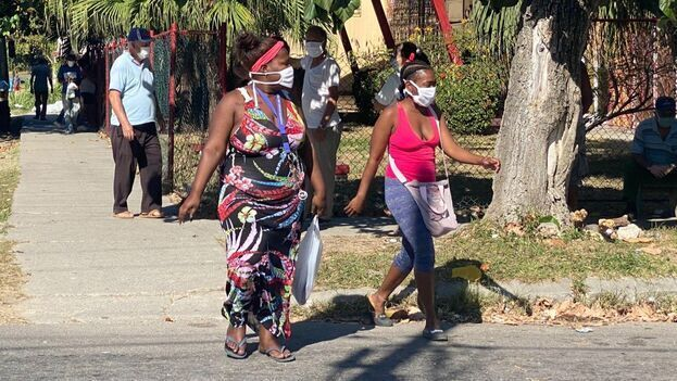 Pese al incremento de casos en provincias que habían pasado meses sin positivos, el Gobierno cubano asegura un descenso de contagios hasta fin de año. (14ymedio)