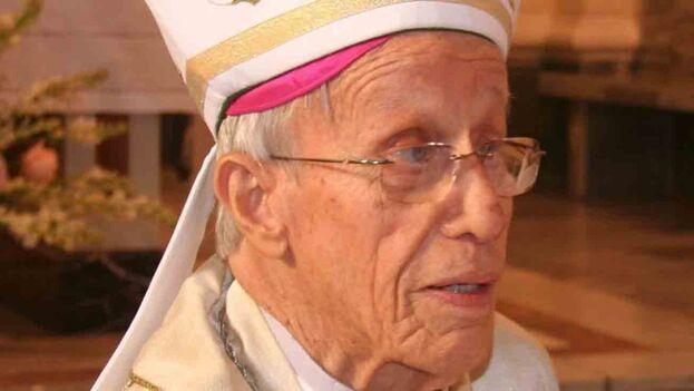 En 2005, Petit denunció que ante la imposibilidad de construir nuevos templos en la Isla,  los católicos se habían visto obligados a crear las así llamadas 'casas de oración'. (Facebook)