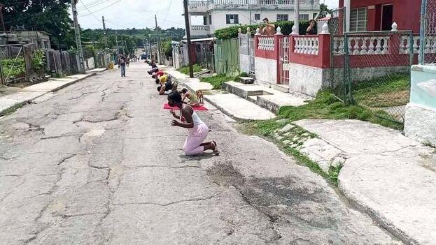 Protesta en forma de rezo en la calle, registrada por el Observatorio Cubano de Conflictos. (OCC)